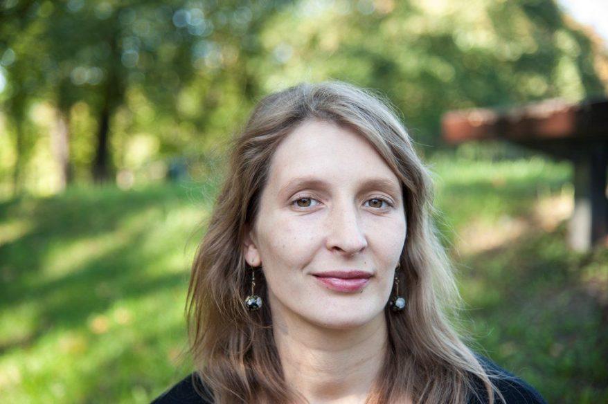Runoilija Carolina Pihelgas.