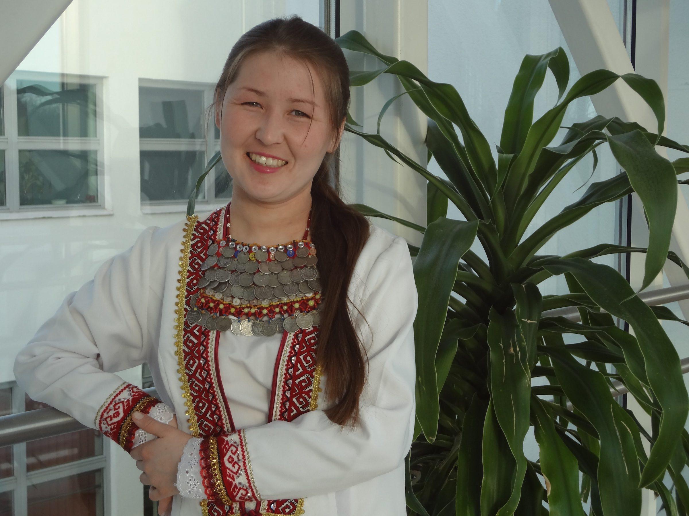 Marilainen laulaja Anna Mishina