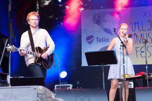Lavalla kitaristi Paul Daniel ja laulaja Kadri Voorand