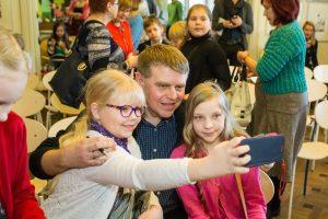 Kuvassa virolaiskirjailija Andrus Kivirähk.