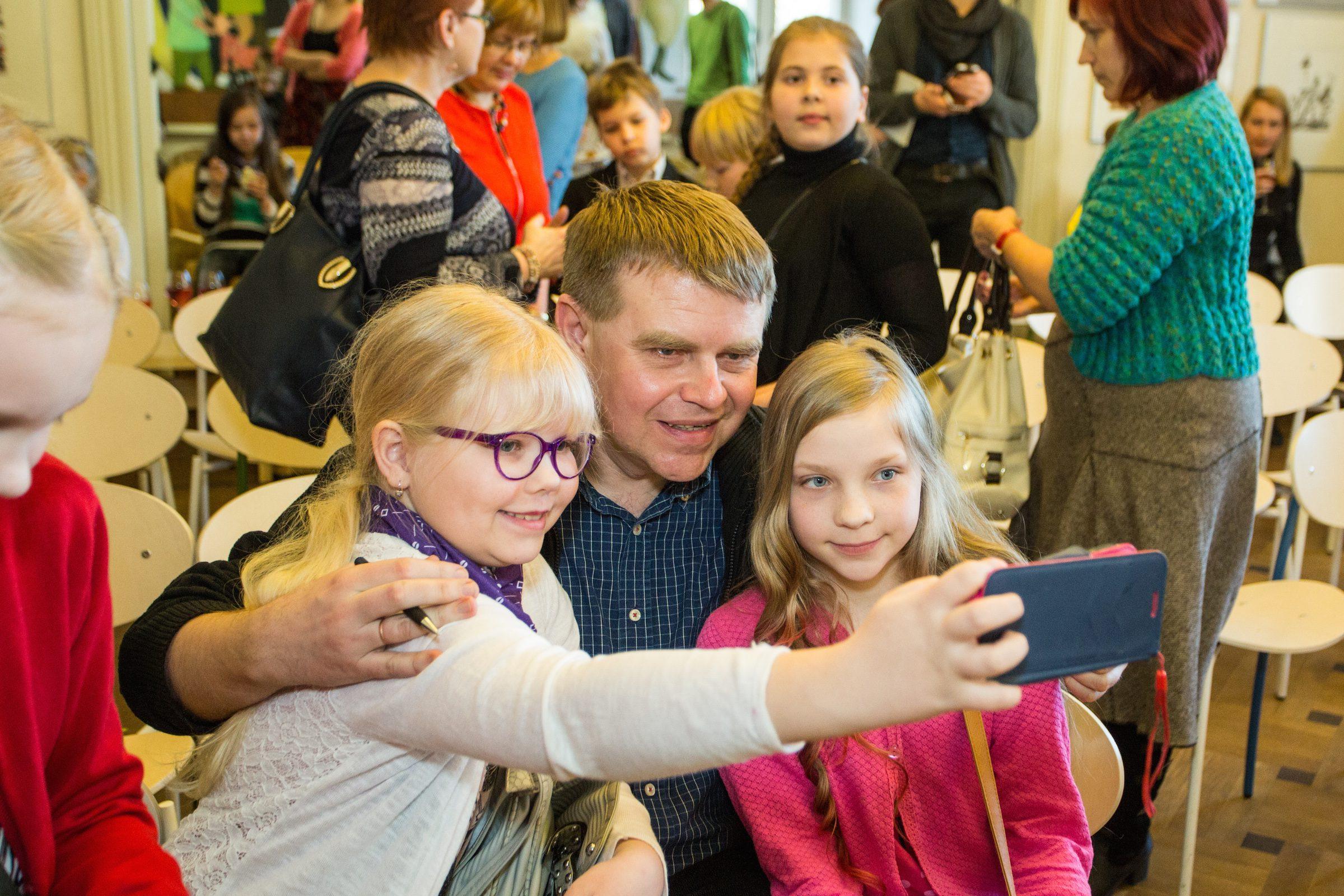 Kuvassa virolaiskirjailija Andrus Kivirähk