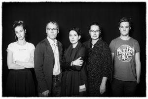 Kuvassa Tallinnan kaupunginteatterin näyttelijät Liis Lass, Rain Simmul, Elisabet Reinsalu, Epp Eespäev ja Mikk Jürjens.
