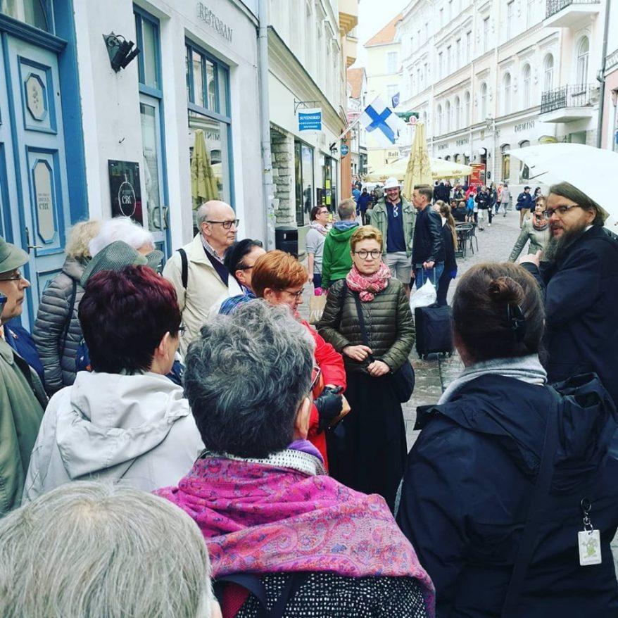 Kirjallisuuskävelyllä HR2019. Kuva Sanna Immanen