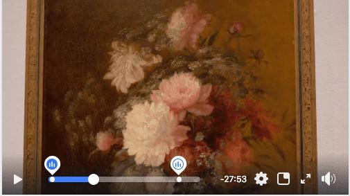 Kuvakaappaus videosta, jossa esitellään Kumun taidenäyttelyä. Kuvassa kukkataulu.
